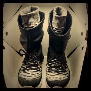 Nike Roshe Two Hi Flyknit Sneaker/Boots 7.5W